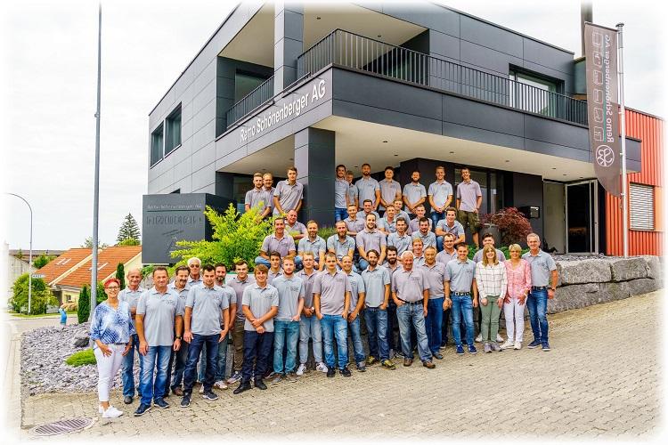 Heute Arbeiten 35-40 Mitarbeiter und davon bis zu 6 Lehrlingen in der Firma und bilden ein motiviertes Team.